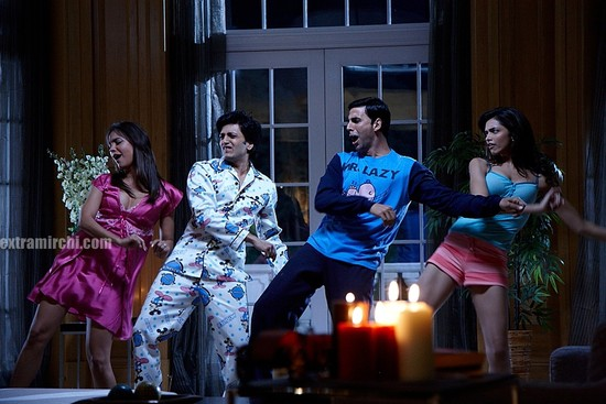 Housefull Bollywood Movie Pictures Extramirchi Com