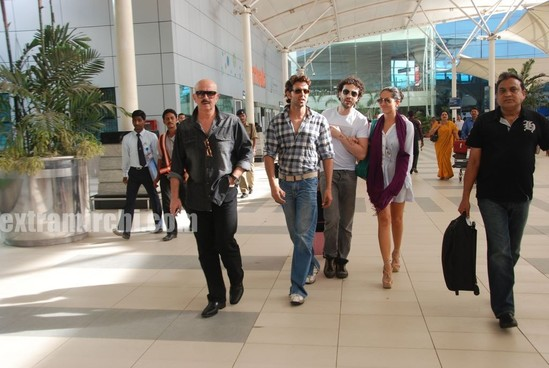 Barbara-More-and-Hrithik-returns-after-Kites-promotion-1.jpg
