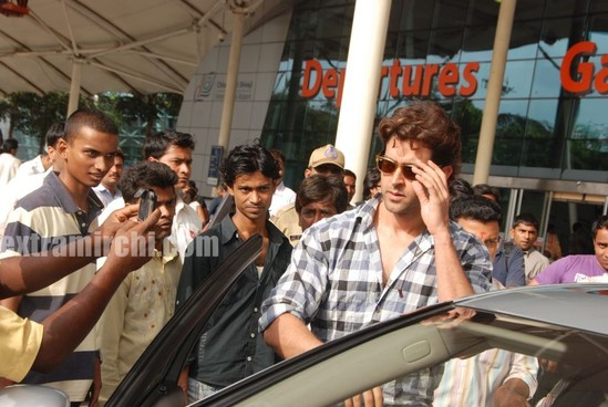 Barbara-More-and-Hrithik-returns-after-Kites-promotion-4.jpg