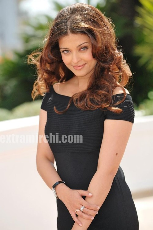 Bollywood-actress-Aishwarya-Rai-at-a-Raavan-Photocall-at-Cannes-4.jpg