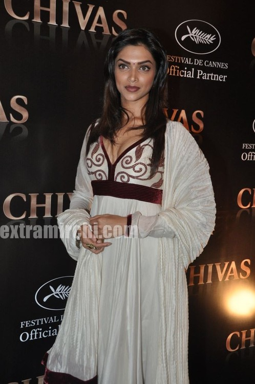 Deepika Padukone Cannes Red Carpet Meet Pictures