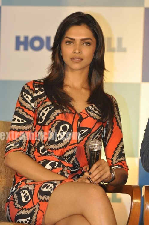 Deepika-Padukone-housefull-press-meet-3.jpg