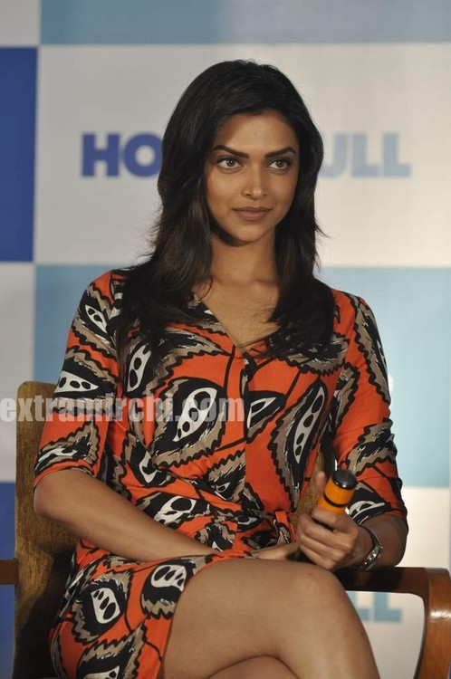 Deepika-Padukone-housefull-press-meet-4.jpg