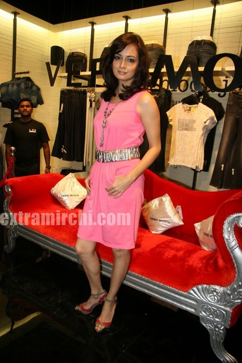 Dia-Mirza-launched-the-Best-Seller-Fashion-brand-at-the-Vero-Moda-5.jpg