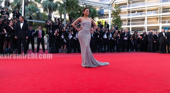 Eva-Longoria-Parker-wearing-dress-By-Naeem-Khan-at-cannes-2.jpg