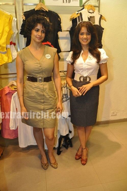 Gul-Panag-and-Vidya-Malavde-at-AND-Shop-for-Change-Initiative-1.jpg