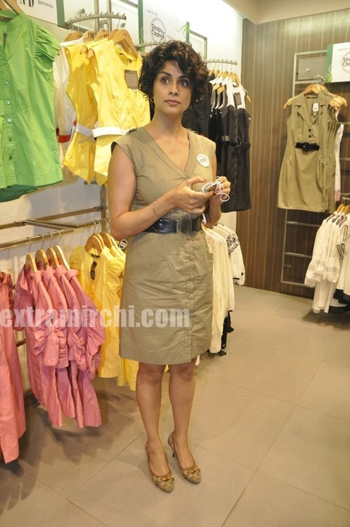 Gul-Panag-at-AND-Shop-for-Change-Initiative-1.jpg