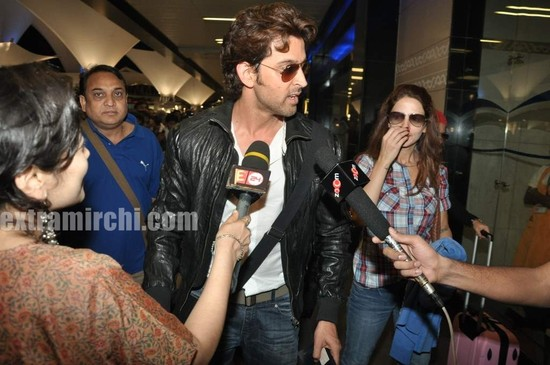Hrithik-Roshan-arrives-with-actress-Barbara-Mori-Hrithik-wife-Sussanne-and-dad-Rakesh-Roshan-1.jpg