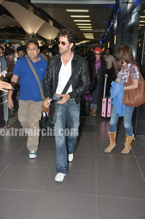 Hrithik-Roshan-arrives-with-actress-Barbara-Mori-Hrithik-wife-Sussanne-and-dad-Rakesh-Roshan.jpg