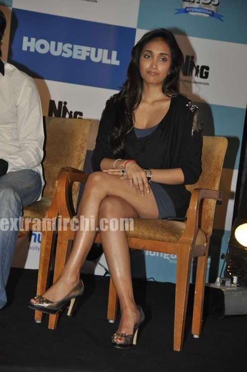 Deepika , Jiah @ Housefull press meet - eXtraMirchi.com