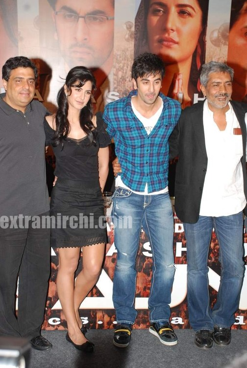 Katrina-Kaif-and-Ranbir-Kapoor-at-Rajneeti-presser-
