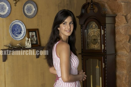 Katrina-Kaif-loves-kids.jpg