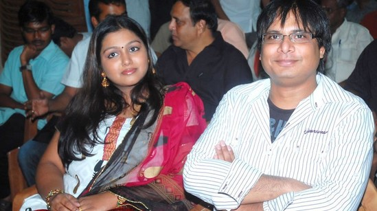 Manoj-Bharathiraja-with-his-wife-actress-Nandhana-1.jpg