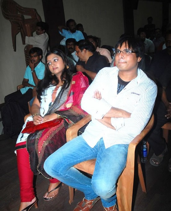Manoj-Bharathiraja-with-his-wife-actress-Nandhana.jpg