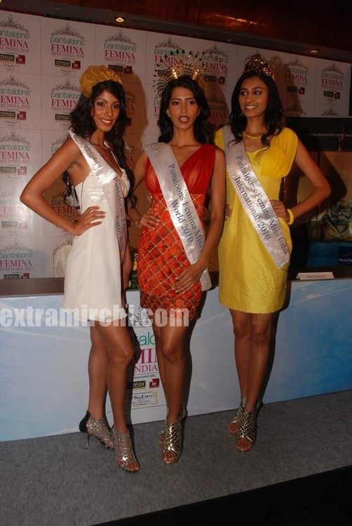 Miss-India-Manasvi-Mamgai-with-Nicole-Faria-and-Neha-Hingre-1.jpg