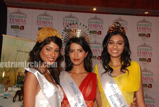 Miss-India-Manasvi-Mamgai-with-Nicole-Faria-and-Neha-Hingre-3.jpg