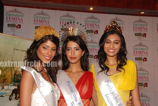 Miss-India-Manasvi-Mamgai-with-Nicole-Faria-and-Neha-Hingre-4.jpg