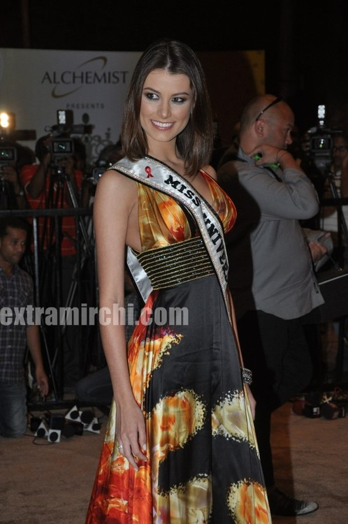 Miss-Universe-Stefania-Fernandez-at-Miss-Universe-India-1.jpg