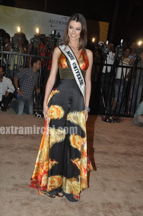 Miss-Universe-Stefania-Fernandez-at-Miss-Universe-India-2.jpg