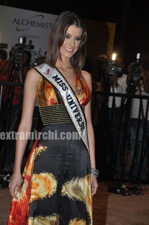 Miss-Universe-Stefania-Fernandez-at-Miss-Universe-India-3.jpg