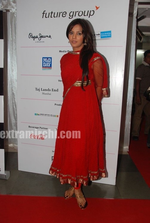 Neetu-Chandra-in-red-anarkali-1.jpg