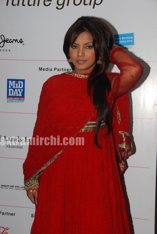 Neetu-Chandra-in-red-anarkali-3.jpg
