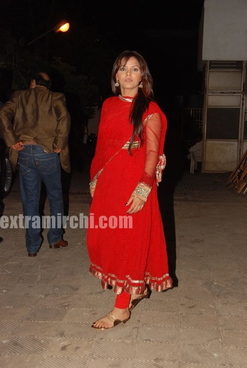 Neetu-Chandra-in-red-anarkali-5.jpg
