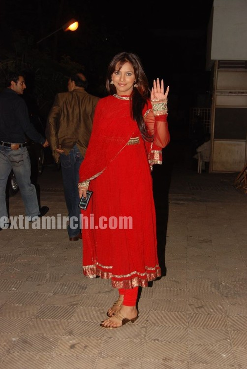 Neetu-Chandra-in-red-anarkali-6.jpg