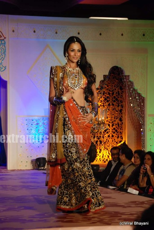 Photos-Malaika-Arora-Khan-Rocks-the-Runway-for-Vikram-Phadnis-show.jpg
