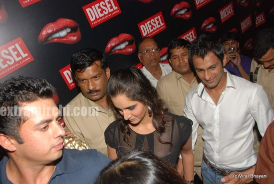 Sania-Mirza-and-her-Pakistani-cricketer-husband-Shoaib-Malik-at-Diesel-launch-in-india-3.jpg