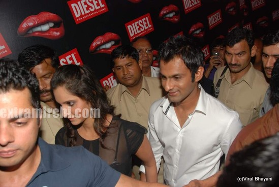 Sania-Mirza-and-her-Pakistani-cricketer-husband-Shoaib-Malik-at-Diesel-launch-in-india-4.jpg