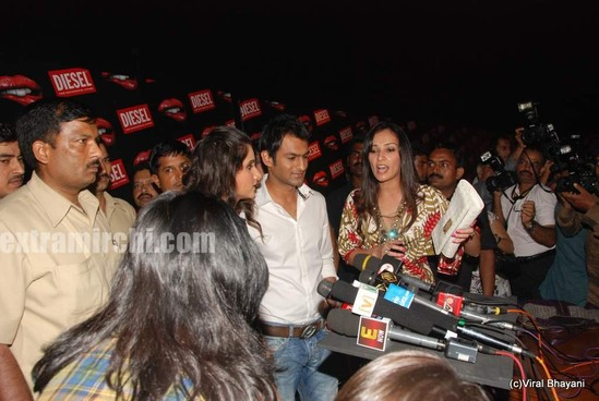 Sania-Mirza-and-her-Pakistani-cricketer-husband-Shoaib-Malik-at-Diesel-launch-in-india-6.jpg