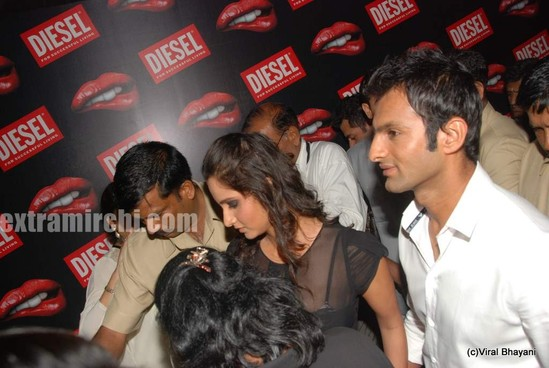 Sania-Mirza-and-her-Pakistani-cricketer-husband-Shoaib-Malik-at-Diesel-launch-in-india-9.jpg