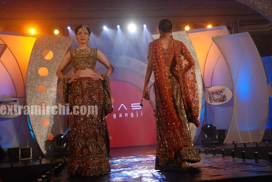Sonal-Chauhan-walks-the-ramp-for-Riyaz-Ganji-show-7.jpg