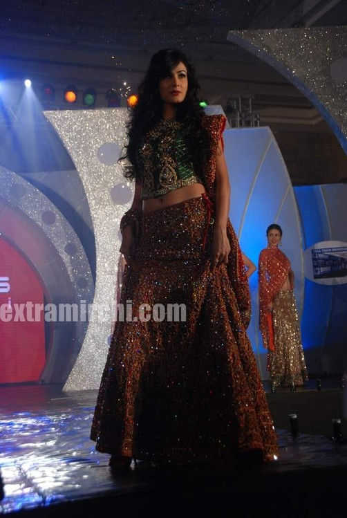 Sonal-Chauhan-walks-the-ramp-for-Riyaz-Ganji-show.jpg