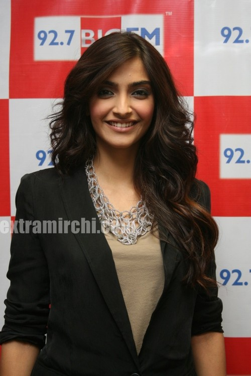 Sonam-Kapoor-at-BIG-FM-Studios-to-promote-her-movie-I-Hate-Love-Stories-1.jpg