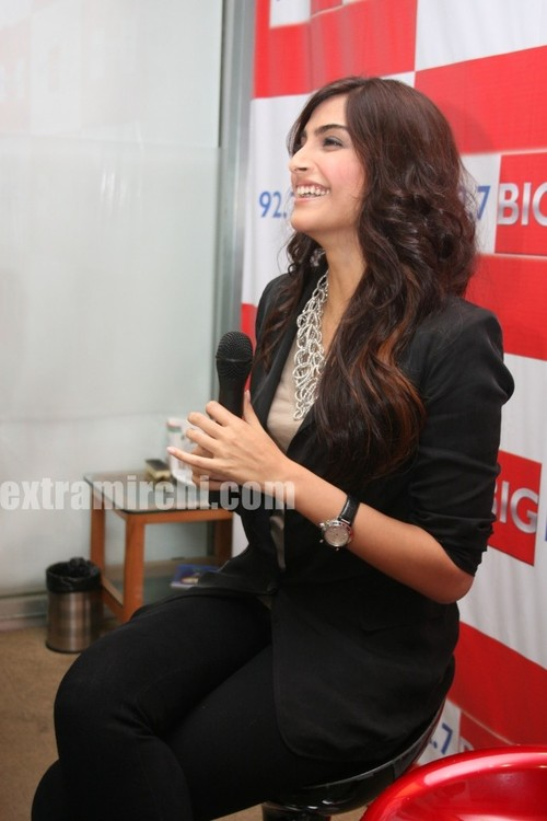 Sonam-Kapoor-at-BIG-FM-Studios-to-promote-her-movie-I-Hate-Love-Stories-2.jpg