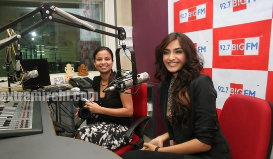 Sonam-Kapoor-at-BIG-FM-Studios-to-promote-her-movie-I-Hate-Love-Stories-3.jpg