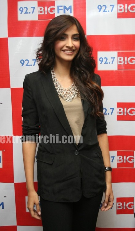 Sonam-Kapoor-at-BIG-FM-Studios-to-promote-her-movie-I-Hate-Love-Stories.jpg