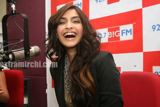 Sonam-Kapoor-interacting-with-listeners-of-BIG-FM-at-92.7-BIG-FM-Studio-to-promote-her-new-movie-I-Hate-Love-Stories.jpg