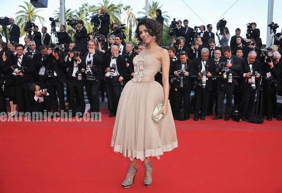 Spotted-Mallika-Sherawat-in-Cannes-1.jpg