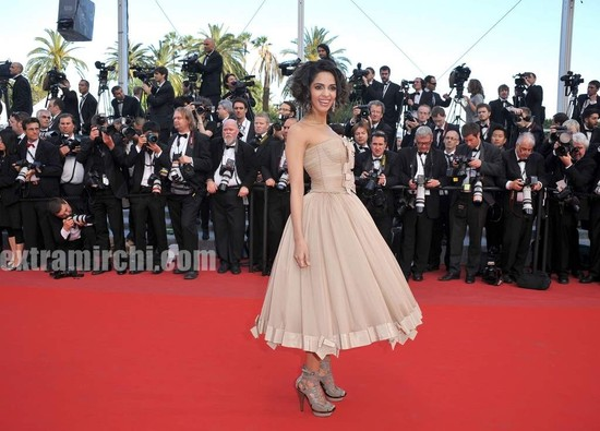 Spotted-Mallika-Sherawat-in-Cannes-2.jpg
