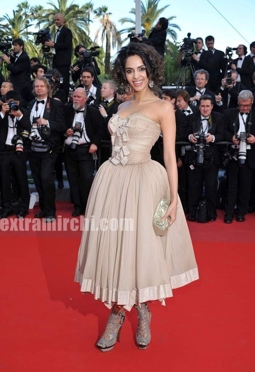 Spotted-Mallika-Sherawat-in-Cannes-3.jpg
