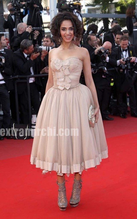 Spotted-Mallika-Sherawat-in-Cannes-4.jpg