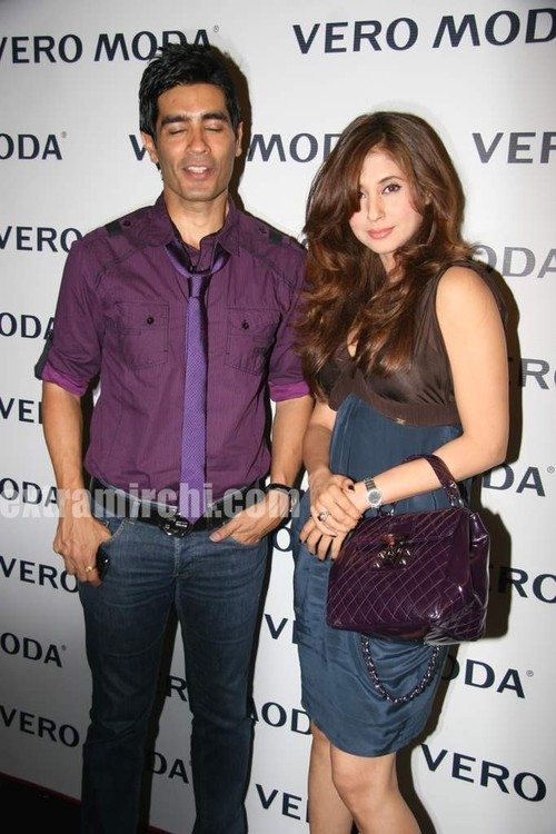 Urmila-Matondkar-at-the-newly-launched-Vero-Moda-store-Fashion-Show-1.jpg
