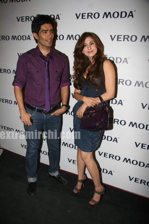 Urmila-Matondkar-at-the-newly-launched-Vero-Moda-store-Fashion-Show-3.jpg