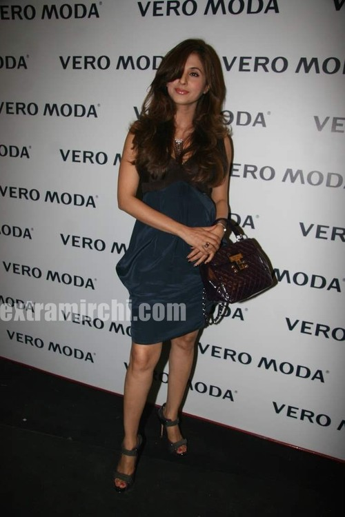 Urmila-Matondkar-at-the-newly-launched-Vero-Moda-store-Fashion-Show-5.jpg