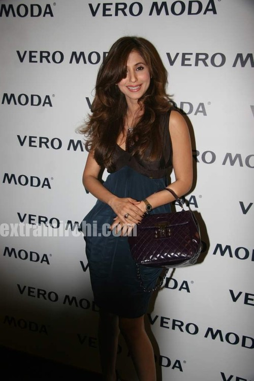 Urmila-Matondkar-at-the-newly-launched-Vero-Moda-store-Fashion-Show.jpg