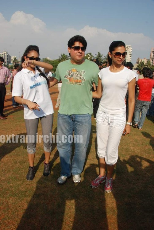 deepika-padukone-plays-cricket-9.jpg