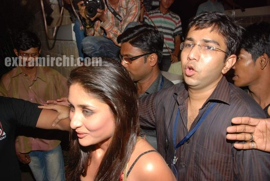 kareena-kapoor-at-I-AM-She-2010-Finals-Red-Carpet-1.jpg